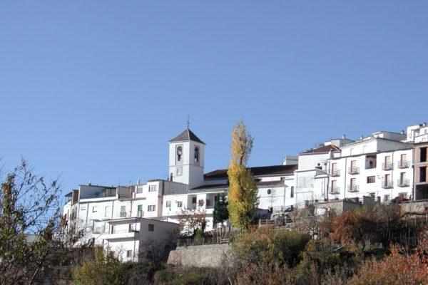 Iglesia y pueblo de Bérchules
