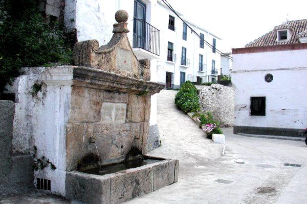 Fuente de la Plaza de la Iglesia de Válor